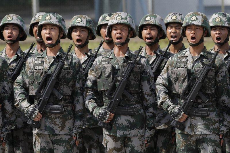 中共中央總書記、國家主席、中央軍委主席習近平30日上午前往石崗營區,視察並檢閱中國人民解放軍駐香港部隊。(AP)