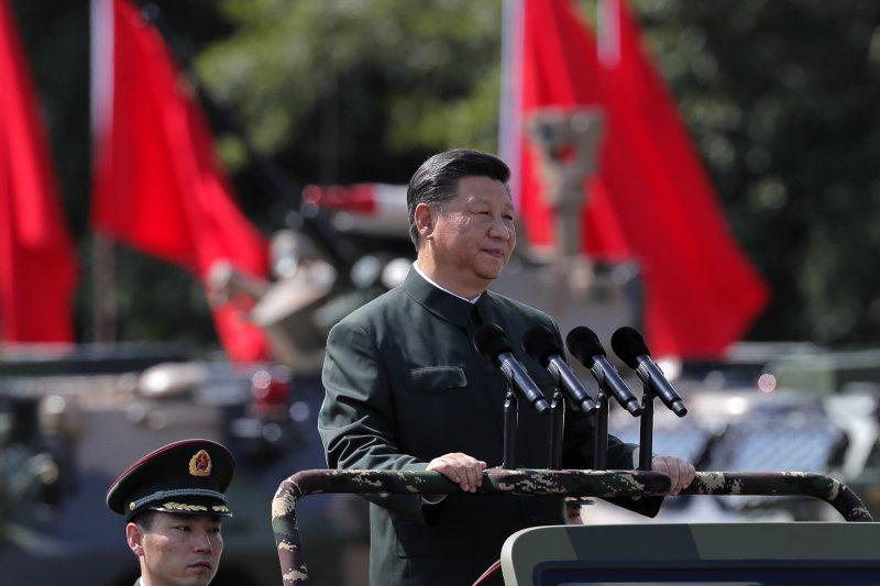中共中央總書記、國家主席、中央軍委主席習近平前往石崗營區,視察並檢閱中國人民解放軍駐香港部隊。(AP)