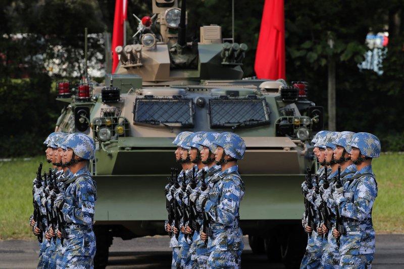 中共中央總書記、國家主席、中央軍委主席習近平在香港檢閱中國人民解放軍駐香港部隊。(AP)