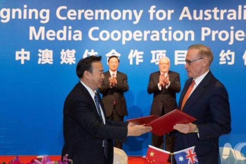鮑勃·卡爾(右)曾經擔任澳大利亞外交部長,2014年成為雪梨技術大學的澳大利亞-中國關係研究所(ACRI)的所長。(BBC中文網)