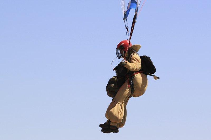 美國空降消防員(smokejumper)。(AP)