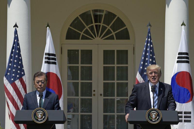 文在寅與川普在白宮會面。(美聯社)