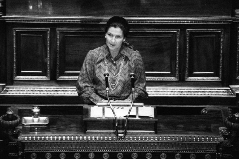 法國政治家西蒙.韋伊(Simone Veil)1974年12月在國民議會針對人工流產合法化發表演說(AP)