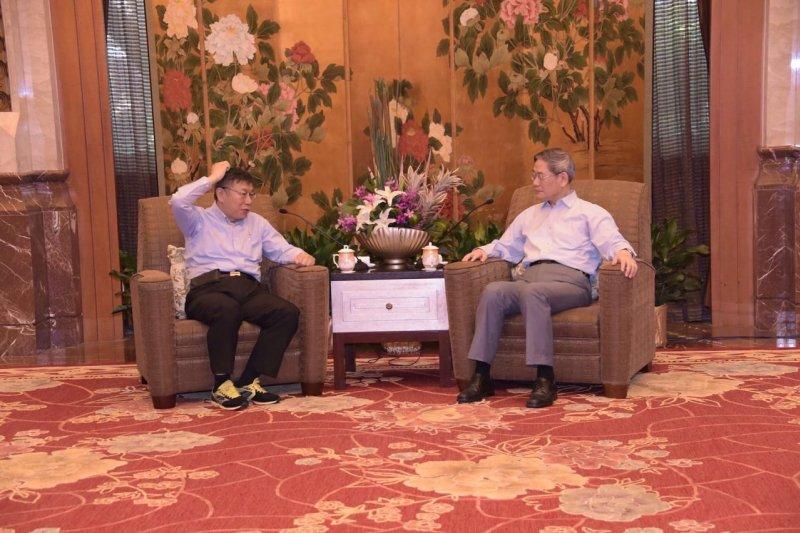 台北市長柯文哲於3日從上海返台前夕,與國台辦主任張志軍閉門會晤。(台北市政府提供)
