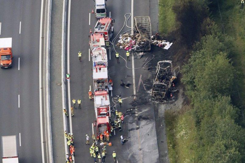 德國南部巴伐利亞州的A9公路3日發生一起嚴重車禍(AP)