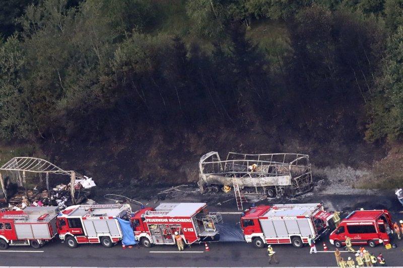 德國南部巴伐利亞州的A9公路3日發生一起嚴重車禍,造成31人受傷(AP)