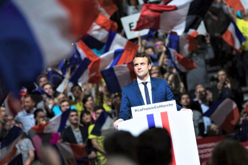法國總統馬克宏公布官方肖像,照片中藏有許多小細節。(圖/ Emmanuel Macron@facebook)