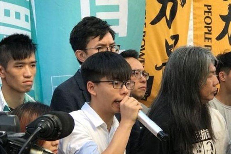 香港眾志的領袖人物黃之鋒表示,香港的「一國兩制」已全消失。(BBC中文網)