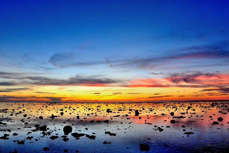 太平島上海天相映的美景。(資料照,圖為大是文化提供)