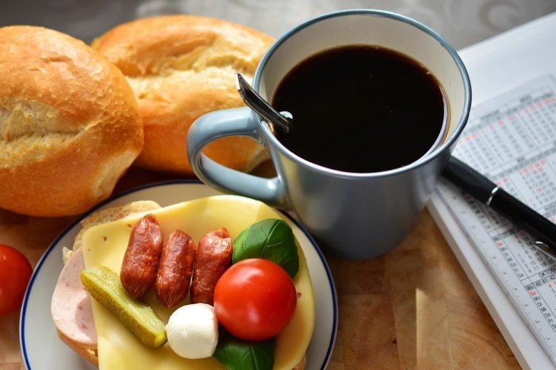 早餐決定了一整天的元氣,可不能幾片吐司隨便解決!(圖/Pixabay)