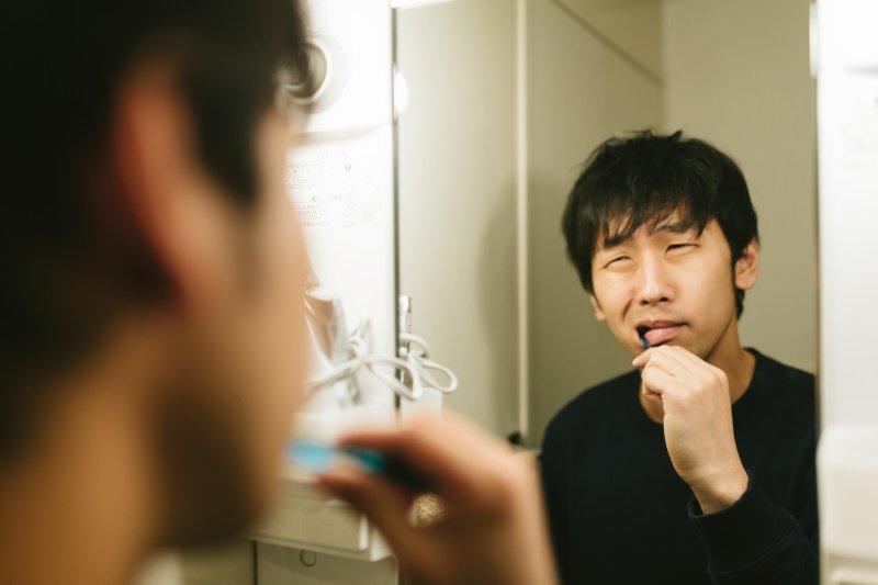 為何不管刷牙幾次,嘴裡還是有苦味?(圖/Pakutaso)