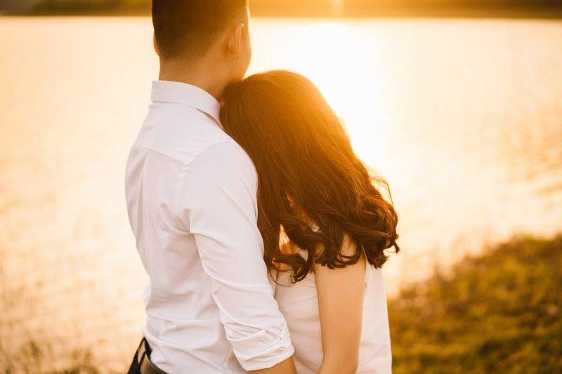 因為太忙而減少性行為頻率、甚至幾乎不做,真的會影響夫妻感情嗎?(示意圖/Pexels)