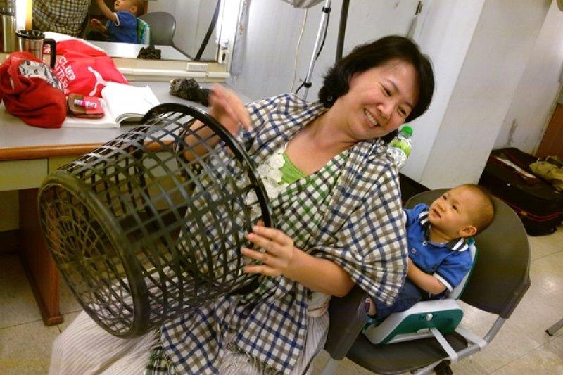 相聲瓦舍允許員工帶小孩上班,在劇場帶小孩的經驗又是怎麼樣的呢?(圖/陳欣岑,廣藝基金會提供)