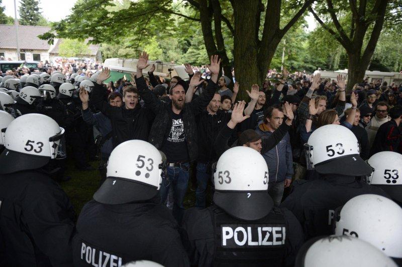 德國警方清除反G20民眾的營地(AP)