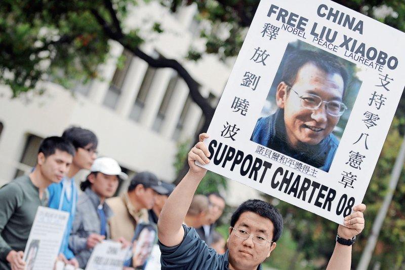 中國國家治理體系和治理能力的不夠現代化,官僚們法治精神的嚴重缺失,對多元社會下的不同表達和批評缺乏包容,包括對人權缺乏尊重等,正成為制約外部世界對中國認同,對中國道路和制度認同的最大因素。而這可能也正是中國經濟崛起了,卻無法讓天下華人歸心,甚至有些人還離心離德的根本原因。(多維提供)
