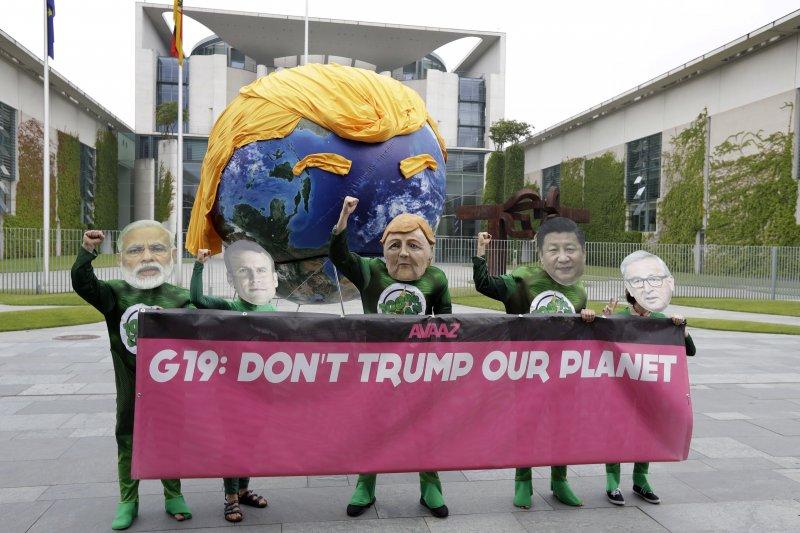 2017年7月7日,20國集團(G20)領導人峰會在德國漢堡登場,抗議民眾要求正視氣侯變遷議題(AP)