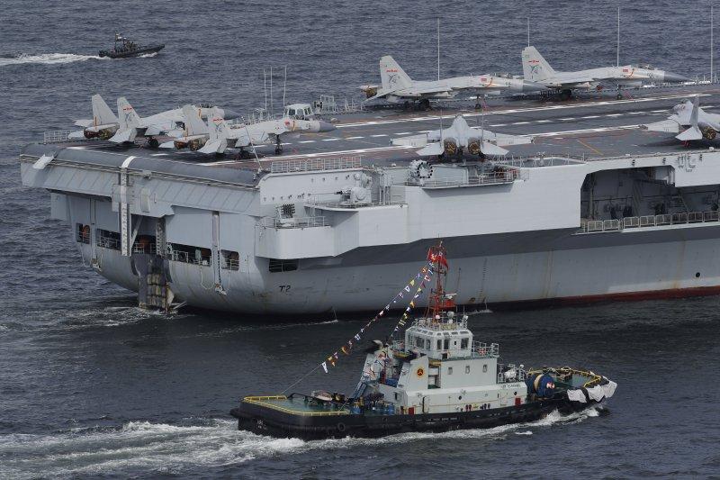 中國航空母艦遼寧號2017年7月到訪香港。(美聯社)
