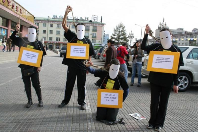 蒙古通過廢除死刑,成為全球第105個廢除死刑國家,圖為2015年蒙古廢死倡議人士。(美聯社)