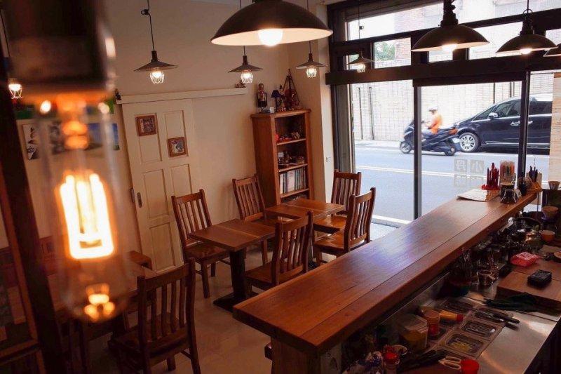 溫馨的簡單的店面處處有濃濃咖啡香 (圖片提供:小丹café)