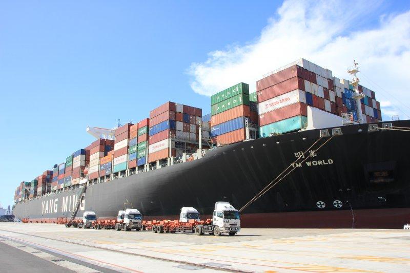 安平港海運快遞專區,每日都有船班可運送海運快遞貨物進出口。(圖/臺灣港務高雄分公司提供)