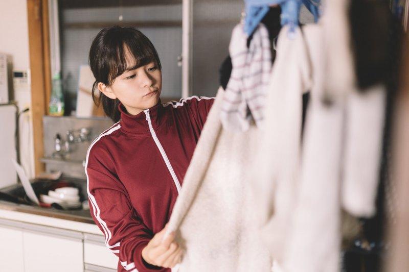 新衣服如果不洗直接穿,長期下來恐會影響身體健康。(圖/pakutaso)