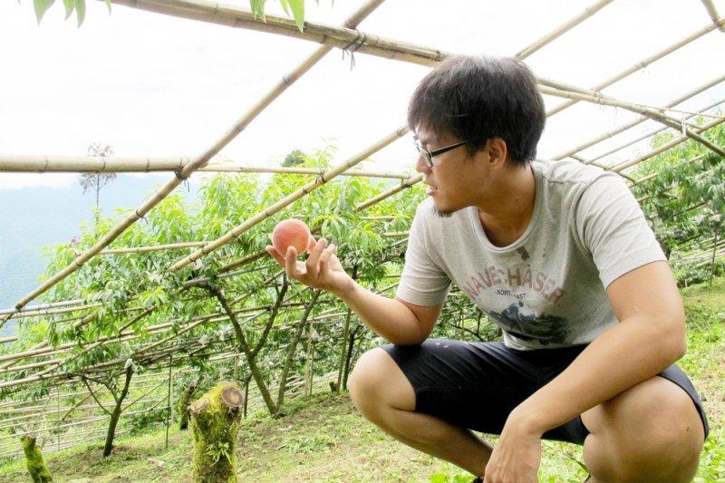 他把能賣的水蜜桃賣得更好、賣相不佳卻依然美味的水蜜桃變成精品啤酒、果醬,讓大家看見台灣農產驕傲!(圖/卡維蘭提供)
