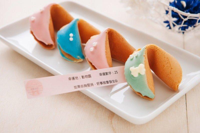 經台灣創意改良後的幸運餅乾,帶給不同的人不同的驚喜。(圖片來源:C. Angel)