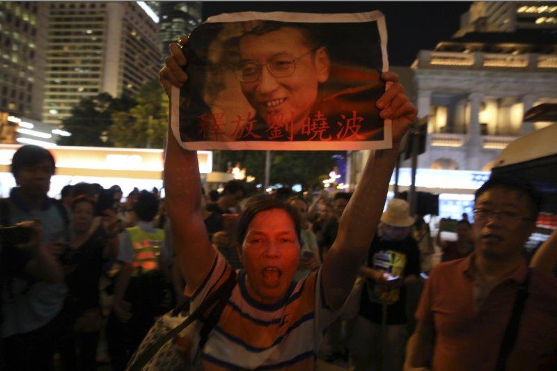 中國人權運動鬥士劉曉波今(13)日不幸因肝癌病逝,民進黨發表聲明,深表哀悼及不捨。(美聯社)