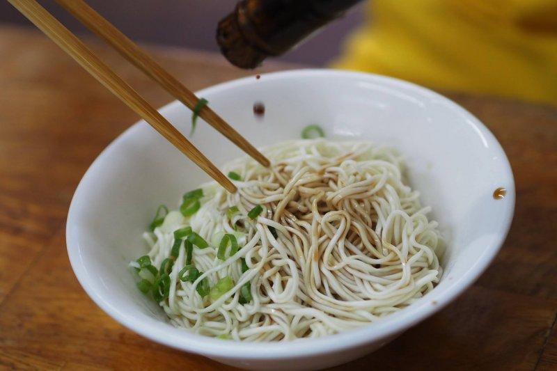 簡單的一碗乾拌麵是許多人心中的好滋味。(圖/樺林乾麵臉書)