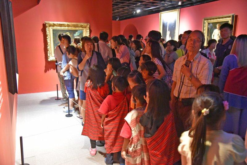 暑假學子遊故宮,奧塞美術館展覽閉幕日將延至八月底。(國立故宮博物院提供)