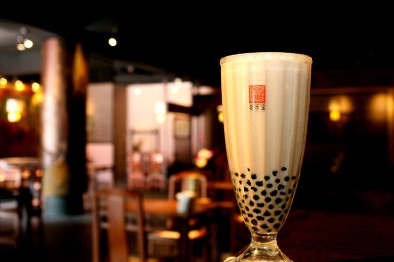 這種熱茶冷泡的飲品,顛覆了傳統的飲茶方式,開啟了冷飲茶的新紀元...(圖/春水堂 Chun Shui Tang@facebook)