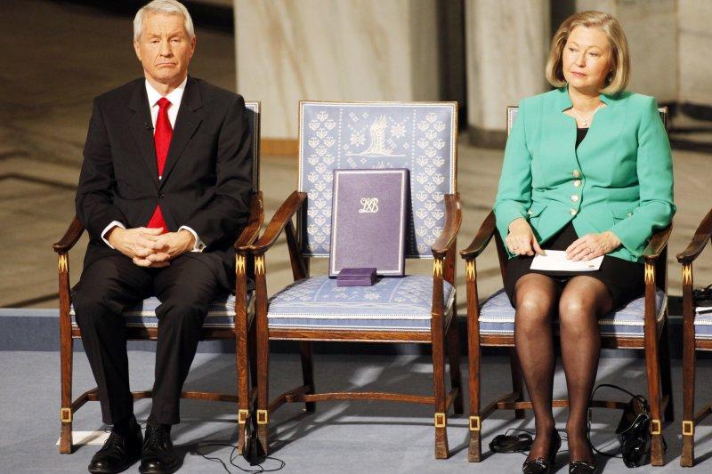 2010年12月10日,諾貝爾和平獎頒獎典禮,一張空椅代表劉曉波「領獎」(AP)