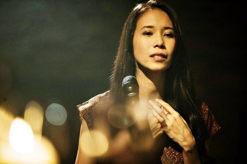 她沒有花俏的唱腔,也不是以爆發力見長,但她具有磁性又靈魂的嗓音,特殊的咬字,以淡然口吻唱出感情裡的悲傷(圖/莫文蔚 Karen Mok@facebook)