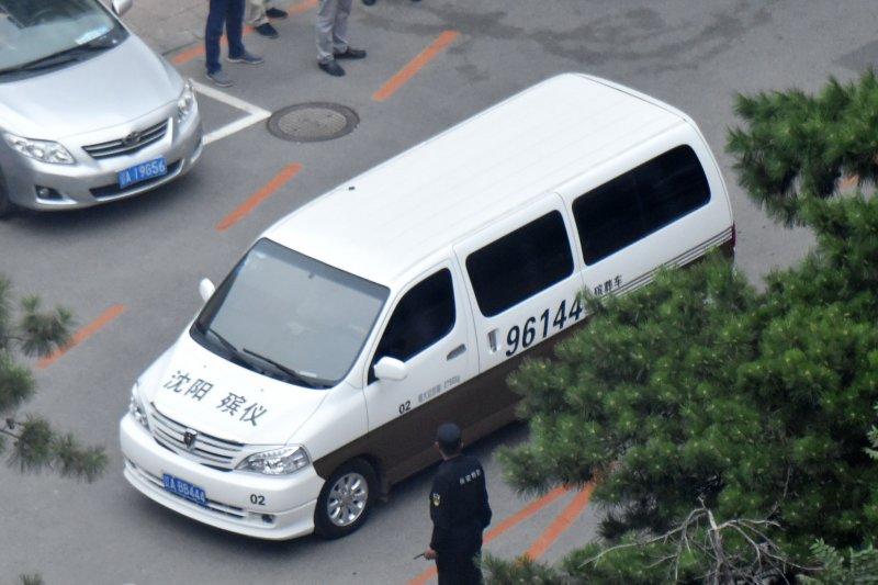 2017年7月13日,中國民主人權運動領袖劉曉波病逝瀋陽,這是載運他遺體的靈車(AP)