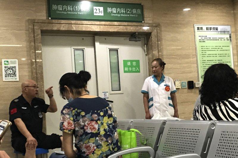 2017年7月13日,中國民主人權運動領袖劉曉波病逝瀋陽的中國醫科大學附屬第一醫院(AP)