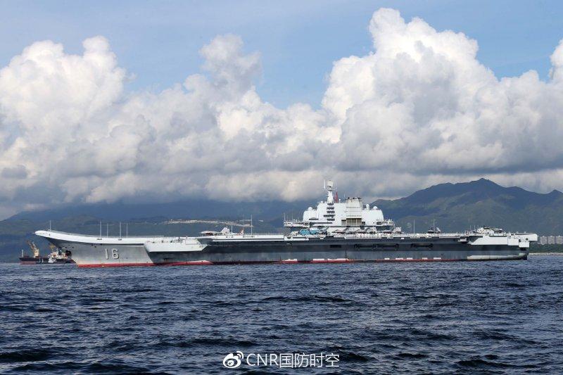 解放軍海軍「遼寧艦」航母編隊駛離香港維多利亞港(取自網路)