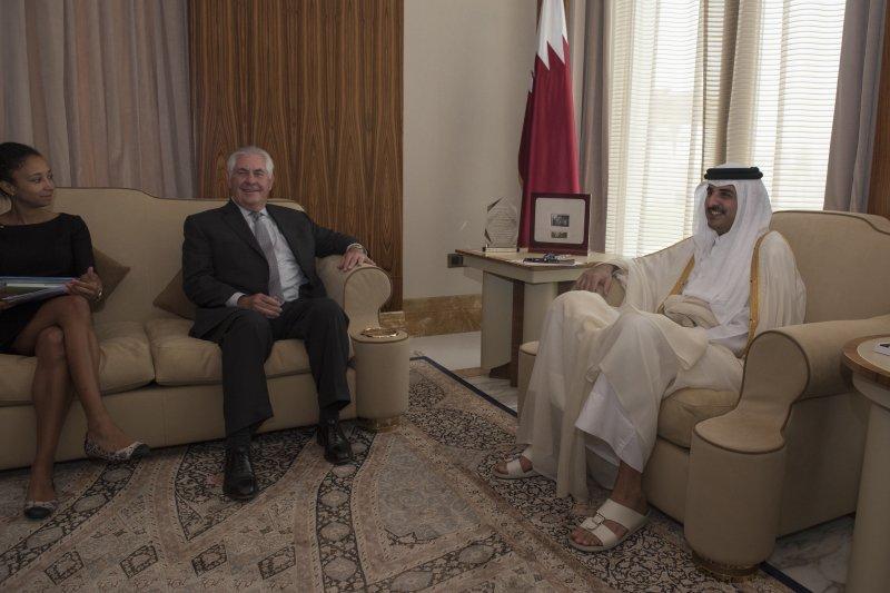 卡達斷交風波:美國國務卿提勒森與卡達埃米爾阿勒薩尼(AP)
