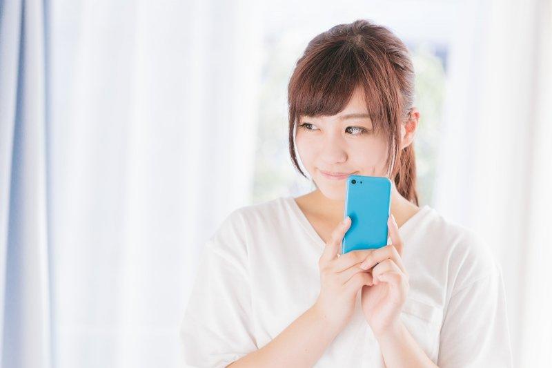 越來越多人使用行動電話時,行動電話的禮儀制定卻還是滯留不前,以至於「聽覺污染」越來越嚴重...(圖/すしぱく@pakutaso)