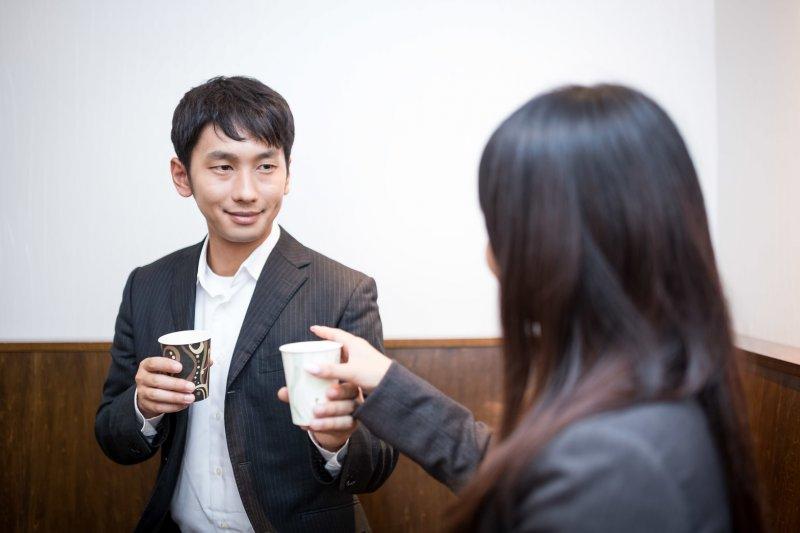 從今天開始,初次見面聊不起來也不必放在心上。(圖/pakutaso)