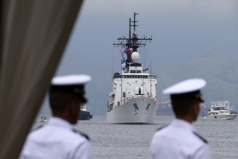 中國大筆援助菲律賓,主要原因是讓菲律賓在南海爭議上閉嘴;圖為菲律賓向美國購買的第2艘巡防艦「艾卡拉茲號」(BRP Ramon Alcaraz)(AP)