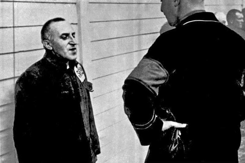 德國和平主義者奧西茨基(Carl von Ossietzky,左),1934年(Bundesarchiv, Bild 183-R70579@Wikipedia / CC-BY-SA 3.0)