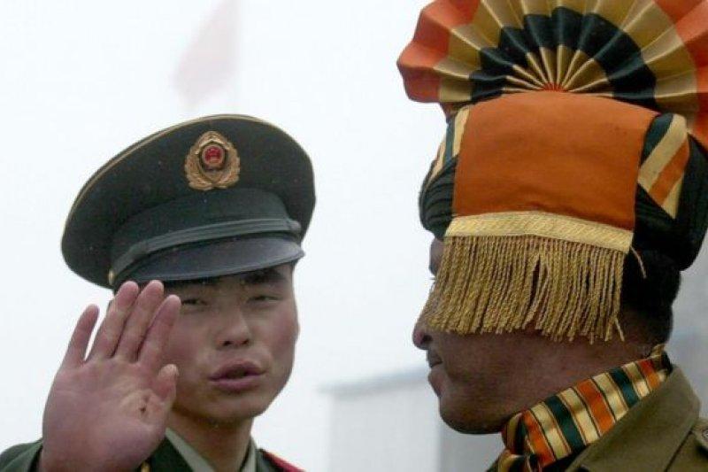 乃堆拉山口的中印士兵。(BBC中文網)