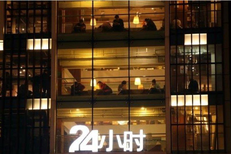新華書店主打24小時營業。(截圖自網路)