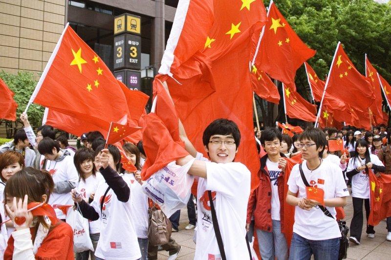 雖然,中國現在正是位於世界經濟發展的耀眼之處,中國影響力最大的年輕作家,卻看見GDP數字成長的背後,是一條條麻木、無望的生命…(圖/parhessiastes@flickr)
