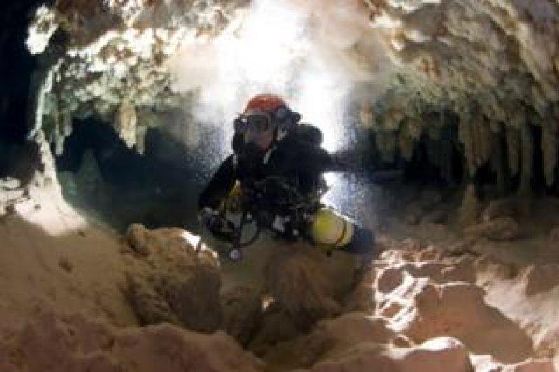 潛水時被困在水下數天,如何才能撐到獲救?(BBC中文網)