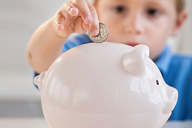 定期定額的投資方式,還有多種延伸,讓父母可以預先為孩子的教育做好準備(圖 / 擷取自boro.gr)