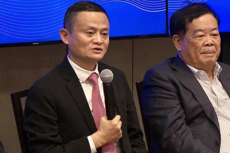 首屆「中美企業家峰會」在華盛頓特區聯邦商務部舉行,ˊ與會的中國企業家由馬雲率隊。(張經義攝)