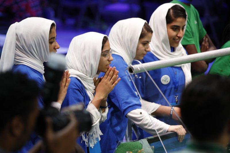 機器人大賽:阿富汗女孩團隊(AP)