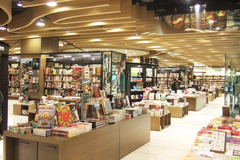 誠品公布「2017年度閱讀報告」,台灣人年買9本書花費新台幣3169元。(資料照,uemura@Flickr)