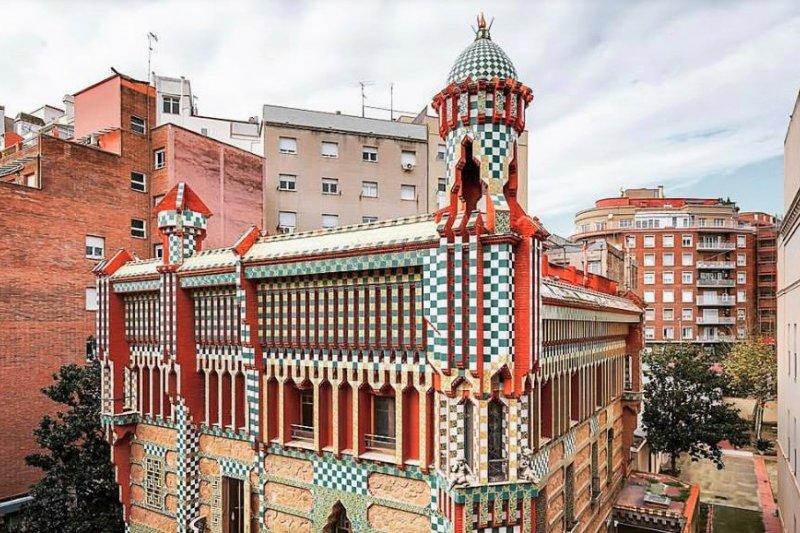 高第在巴塞隆納完成的首件作品「文森之家」(Casa Vicens)即將敞開大門,重新翻修的建築經過時代變遷,綺麗的風格讓人目眩神迷,勢必又將引發一波朝拜高第的建築狂熱。(圖/Casa Vicens官方粉絲專頁)
